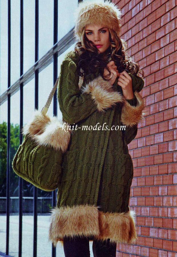 пальто шапка и сумка отороченные мехом