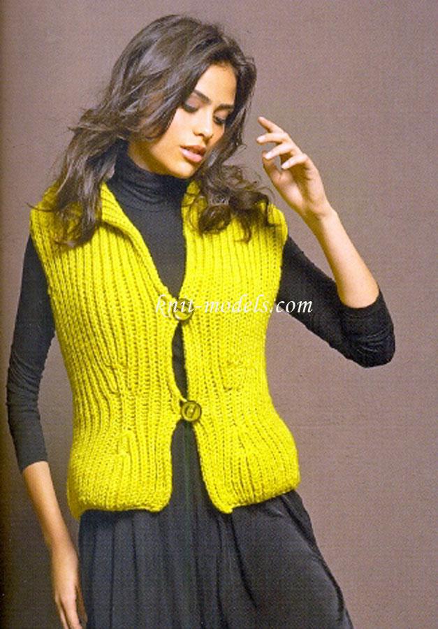 Вязаный спицами пуловер с коротким
