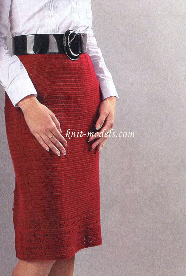 Узкая юбка со шлицей сзади