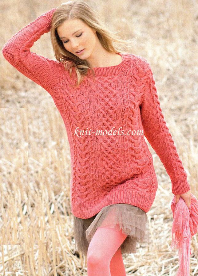 Красный пуловер из узора с косами