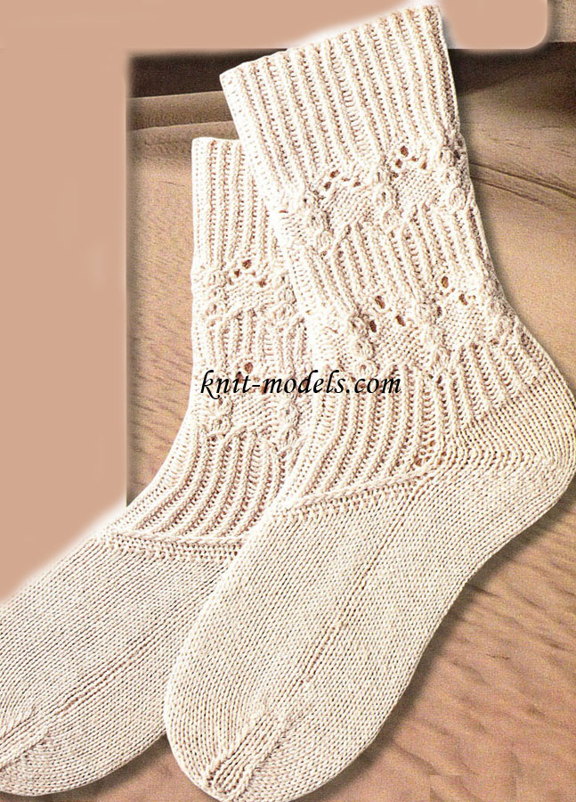 Ажурные носки связанные спицами и их описание