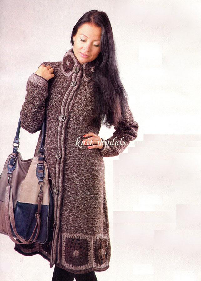 пальто с отделкой из мотивов