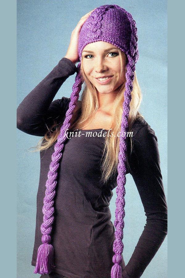 Вязаная шапка с плетеными